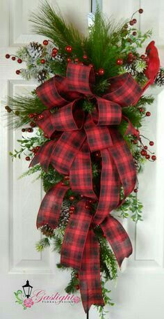 Old Fashioned Christmas Teardrop Swag - Red Plaid Traditional Christmas Wreath - Christmas Front Door Decorations by lori ♛BOUTIQUE CHIC♛ Christmas Front Doors, Christmas Wreaths To Make, Christmas Swags, Noel Christmas, Holiday Wreaths, Christmas Crafts, Holiday Decor, Winter Wreaths, Christmas Ideas
