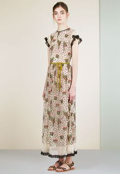 Red Valentino Resort 2017 Fashion Show - Red Valentino Resort 2017 Collection Photos – Vogue - Fashion 2017, Look Fashion, Runway Fashion, High Fashion, Fashion Show, Fashion Dresses, Womens Fashion, Fashion Design, Fashion Trends