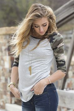 Stylish, flattering and comfortable this camo tee has it all. It's bold camo print and soft material is the perfect combination for winter. Simply pair this top with jeans for a casual effortless look.Sizing:Small 0-4Medium 6-8Large 10-12Model is5′ 7″ and iswearing size small.Material: 95% Rayon5% Spandex
