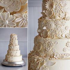 cream-floral-wedding-cake