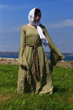 This is a wonderful blog on Irish clothing from Iron Age to late Medieval.