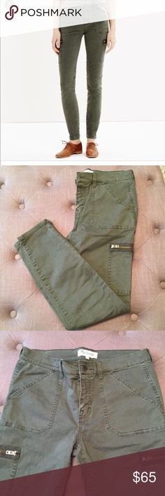 MADEWELL SKINNY ANKLE ZIP CARGO PANTS Madewell ankle zip, skinny cargo pants in green. Size 28. Worn and washed inside out once, mint condition.  💋 Reasonable offers welcome 〰 ALL measurements are approximate  🚫 Sorry, NO trades ❗️NO MODELING pics 📦 Ships w/in 24 hrs 👌🏼 Madewell Pants Skinny