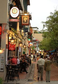 Alfresco Bars and cafes along the river bank make Boat Quay a popular hangout among locals, expats and tourists... by exhibitj, via Flickr