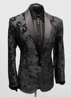 A super elegant gentleman's evening jacket. A del uxe style fitted gentleman's smoking jacket made in ultra-extravagant velvet brocade fabric. A satin shawl collar and matching satin cuff add an Coat Dress, Men Dress, Dress Shoes, Mens Fashion Suits, Womens Fashion, Casual Mode, Mode Costume, Smoking Jacket, Mode Masculine
