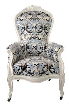 Find images and videos about skull, chair and armchair on We Heart It - the app to get lost in what you love. Gothic Furniture, Cool Furniture, Skull Furniture, Furniture Chairs, Hm Deco, Skull Decor, Gothic House, Deco Design, Design Design