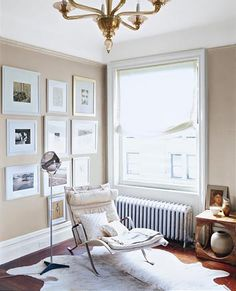 Subtly metallic beige walls (nice compliment to the navy wall). White mats/white lacquer frames. Gold accents.
