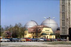 160R03250487 Tag der offenen Tür im Gaswerk Leopoldau, zwei neu errichtete kugelförmige Gastanks.jpg