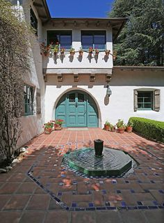 Exquisite 1927 House Will Make Your Spanish-Colonial-Revival-Loving Heart Explode - Curbed LA Spanish Style Homes, Ranch Style Homes, Spanish Revival, Spanish House, Spanish Colonial, Spanish Garden, Spanish Exterior, Mediterranean Homes Exterior, Mediterranean Home Decor