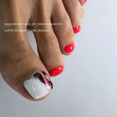 The advantage of the gel is that it allows you to enjoy your French manicure for a long time. There are four different ways to make a French manicure on gel nails. Pretty Toe Nails, Cute Toe Nails, Pretty Toes, Pedicure Nail Art, Pedicure Designs, Manicure And Pedicure, Manicure Ideas, Toe Nail Color, Toe Nail Art