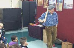 SBO De Wingerd | Vandaag was Frans van de Pas op school. Hij kwam vertellen over de tijd van opa en oma voor de jongste kinderen. Voor de bovenbouw ging het over De Gouden Eeuw en de VOC. We hebben genoten! Dank je wel Frans.