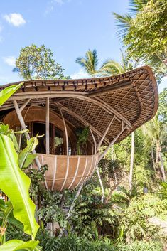 Filipino Architecture, Bamboo Architecture, Bamboo House Design, Bamboo House Bali, Small Table And Chairs, Wooden Bathtub, Small Boutique Hotels, Bamboo Building, Small Bungalow