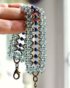 Bracciale con mezzi cristalli sfaccettati azzurri e perline blu, by Il gatto rosso, 22,00 € su misshobby.com