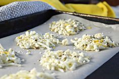 Lemon Feta Cheese Crisps are a quick-to-make, crave-worthy snack with only 34 calories, 3 grams protein and just gram carbohydrate! A great snack idea for. Cheese Crisps, Baked Cheese, Savory Snacks, Healthy Snacks, Keto Snacks, Recipe Using Feta Cheese, Baked Parmesan Crusted Chicken, Dried Lemon, Skinny Recipes