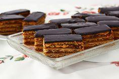 "Prăjitura Jerbo sau ""Greta Garbo"", rețetă video No Cook Desserts, Something Sweet, Tiramisu, Malaga, Waffles, Food And Drink, Sweets, Caramel, Breakfast"