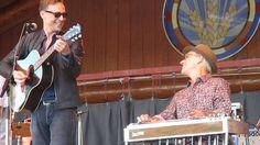 Tom Hiddleston. Wheatland Festival 2014. GUYS! TOM PLAYING!