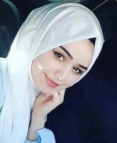 Pin Image by Hijabi Gemes Beautiful Muslim Women, Beautiful Girl Image, Beautiful Hijab, Arab Girls, Muslim Girls, Muslim Family, Hijabi Girl, Girl Hijab, Hijab Style Tutorial