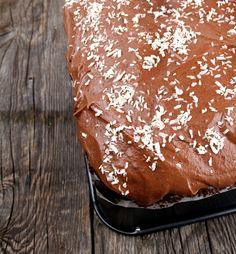 Mørk sjokoladekake i langpanne   Veganmisjonen Vegan Recipes, Vegan Food, Pudding, Bread, Baking, Desserts, Tailgate Desserts, Deserts, Veggie Food