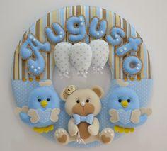 Letras Contornadas em Feltro Baby Crafts, Felt Crafts, Diy And Crafts, Felt Ornaments, Christmas Ornaments, Baby Mobile, Felt Baby, Name Banners, Sewing Dolls