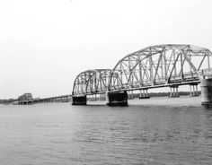 Florida Memory - Old simple truss Hathaway Bridge in Panama City Panama City Beach Florida, Old Florida, Panama City Panama, Bay County, Orlando Travel, I Love The Beach, Downtown Disney, Universal Orlando, Covered Bridges