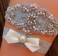 Lace and pearl bridal garter set for wedding by SimplyKateGrace on Etsy | The Pink Bride www.thepinkbride.com