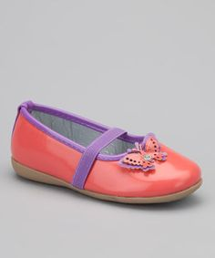 Little feet will look extra sweet in these whimsical flats. Their twinkling butterfly design adds charm to wee ensembles, while their elastic strap ensures a snug and comfy fit for toes.