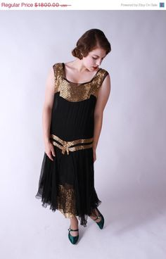 This gorgeous vintage party dress would be perfect for a luxe holiday party.