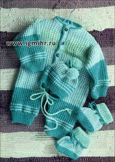 Комплект в бирюзовых тонах для малыша 1-3 месяцев: комбинезон, шапочка и башмачки. Спицы