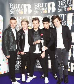 One Direction won the Global Success award!!!!!! Congrats boys!!!