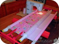 ProsperityStuff Free-Motion Quilting a wholecloth quilt on a Flynn Multi-Frame Diy Quilting Frame For Sewing Machine, Diy Quilting Frame Plans, Machine Quilting Patterns, Quilting Frames, Quilt Patterns, Colchas Quilting, Quilting Tools, Free Motion Quilting, Quilting Tutorials