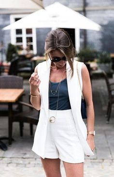 White vest with shorts and tank top casual chic summer look Look Blazer, Blazer Outfits, Vest Outfits For Women, Summer Outfits Women, Short Outfits, Clothes For Women, Casual Chic Sommer, Look Casual Chic, White Blazers