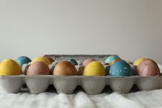dying easter eggs using vegetables and spices!  beets, cabbage, tumeric, coffee...  love