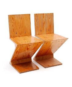 Pine-wood Zig-Zag chairs 2x design Gerrit Rietveld 1934 executed by Fa.de Jager / Amsterdam by order of Artifort / Amsterdam ca.1970