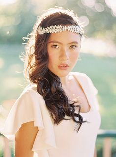 Bohemian headpiece by Wildflower Couture | Photo by Olivia Leigh Photographie | Read more - http://www.100layercake.com/blog/wp-content/uploads/2015/04/Bohemian-ranch-wedding-inspiration