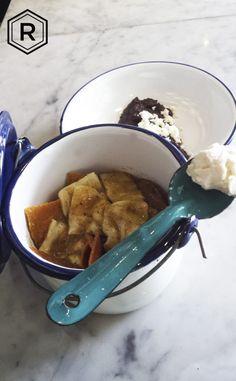 REINA recomienda: Chilaquiles (rojos o verdes)  con queso Chihuahua, y frijoles negros con queso de rancho. ¿Acaso existe algo mejor?