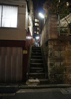 夜散歩のススメ「狭い石畳路地の階段」 東京都豊島区