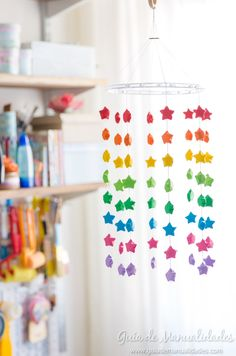 Móvil colorido con estrellas de origami - Guía de MANUALIDADES Origami Mobile, Diy, Homework, Stars, Image, Ideas, Origami Stars, Home Made, House Decorations