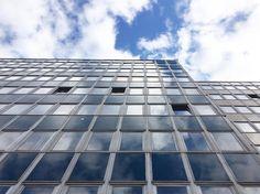 Blauer Himmel und Sonne - - - #dresden #visitdresden #sachsen #sogehtsächsisch #einfachschön #wolken #gebäude #glas #urban #stadt #city #saxony #saxonia #heydresden #collabandcouch #instagram #instagood #instadaily #cityscape #stadtlandschaft #ig_germany #ig_europe #ig_cityscapes