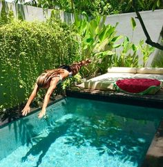 Coolest Small Pool Ideas with 9 Basic Preparation Tips - Piscine et Jacuzzi Small Swimming Pools, Small Pools, Swimming Pools Backyard, Swimming Pool Designs, Lap Pools, Indoor Pools, Pool Decks, Backyard Pool Designs, Small Backyard Pools