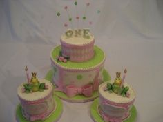 Pretty Princess Frog Cakes Pink, green and princess frog themed cakes for birthday for a set of girl twins. Green Birthday Cakes, Girls First Birthday Cake, Baby Girl Birthday, Birthday Ideas, Wedding Shower Cakes, Baby Shower Cakes, Cake Wedding, Frog Cakes, Cupcake Cakes