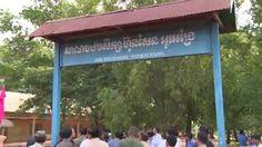 សម្តេចតេជោ ហ៊ុន សែន អញ្ជើញចុះសួរសុខទុក្ខកូនក្មួយសិស្សានុសិ្សនៅសាលាបឋមសិក្សា ហ៊ុន សែន អូរអង្រែ ខេត្តឧត្តរមានជ័យកាលពីពេលថ្មីៗកន្លងទៅនេះ។  Samdech Techo Hun Sen, Prime Minister visited students at Hun Sen Ou Angre Elementary school, Oddor Mean Chey province - Rebroadcast