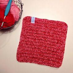 Disktrasor använder jag ofta, både i vardagen och i mitt arbete. Byter den dagligen och även om jag tvättar vanliga wettextrasor också vi... Crotchet, Knit Crochet, Textiles, Crochet Home, Mittens, Pot Holders, Diy And Crafts, Projects To Try, Crochet Patterns