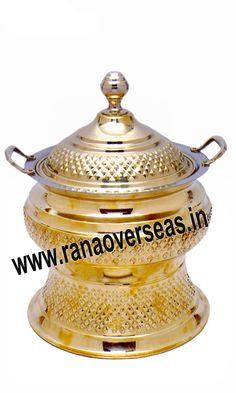 Brass Chafing Dish Brass Chafing Dishes manufactured, supplied and exported by us are used for dining purposes in leading restaurants, hotels, caterers, banquet halls, parties and functions and other eating outlets. Brass Chafing Dishes are also ideal gift items. An extensive range of our Brass Chafing Dishes includes superior quality Decorative Brass Chafing Dishes that are fabricated from supreme quality metals.  Applications :- Hotels , Restaurants, Caterers, Inns,
