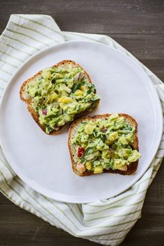 Avocado Toast with Stone Fruit Summer Guacamole | edibleperspective ...