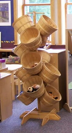 Want this apple basket tree in my classroom.