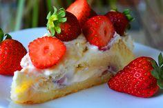 O prajitura de vara delicioasa cu crema de vanilie fina si capsuni aromate. Strawberry, Fruit, Food, Eten, Strawberry Fruit, Strawberries, Meals, Diet