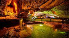 Cuevas de Espluga de Francolí en la Conca de Barberà. Las Cuevas son unas galerías subterráneas con más de 3 kilómetros de longitud que unen la Cueva de la Villa y la Cueva de la Fuente.
