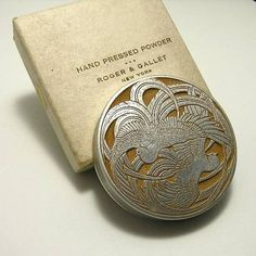 R. Lalique Roger & Gallet Fleurs D'Amour compact in cast aluminum with sepia patina. Signed Lalique.