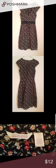 Floral cotton dress with button front This adorable floral dress is a light cotton. It has a cute button up front with an adjustable string below the breast area and gold string accents. It has been worn but still in very good shape! Derek Heart Dresses
