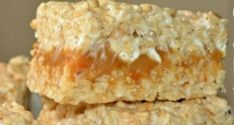 Recette : Carrés Rice Krispies au caramel Carré Rice Krispies, Rice Krispie Treats, Bon Dessert, Biscuits, Desert Recipes, Christmas Baking, Fudge, Sweet Treats, Deserts