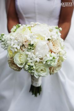 Baltimore Country Club wedding. A soft color palette bridal bouquet by Simply Beautiful for a summer wedding. Photo by Love Life Images.